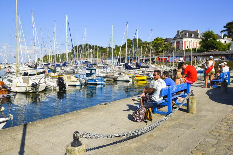 Banc au soleil, Port Tudy, à l'ile de Groix.