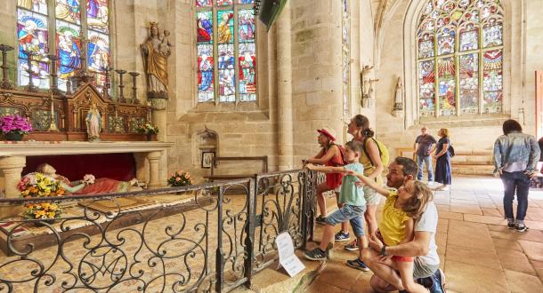 Le Pays du Roi Morvan, visite de la chapelle Sainte-Barbe du Faouët.