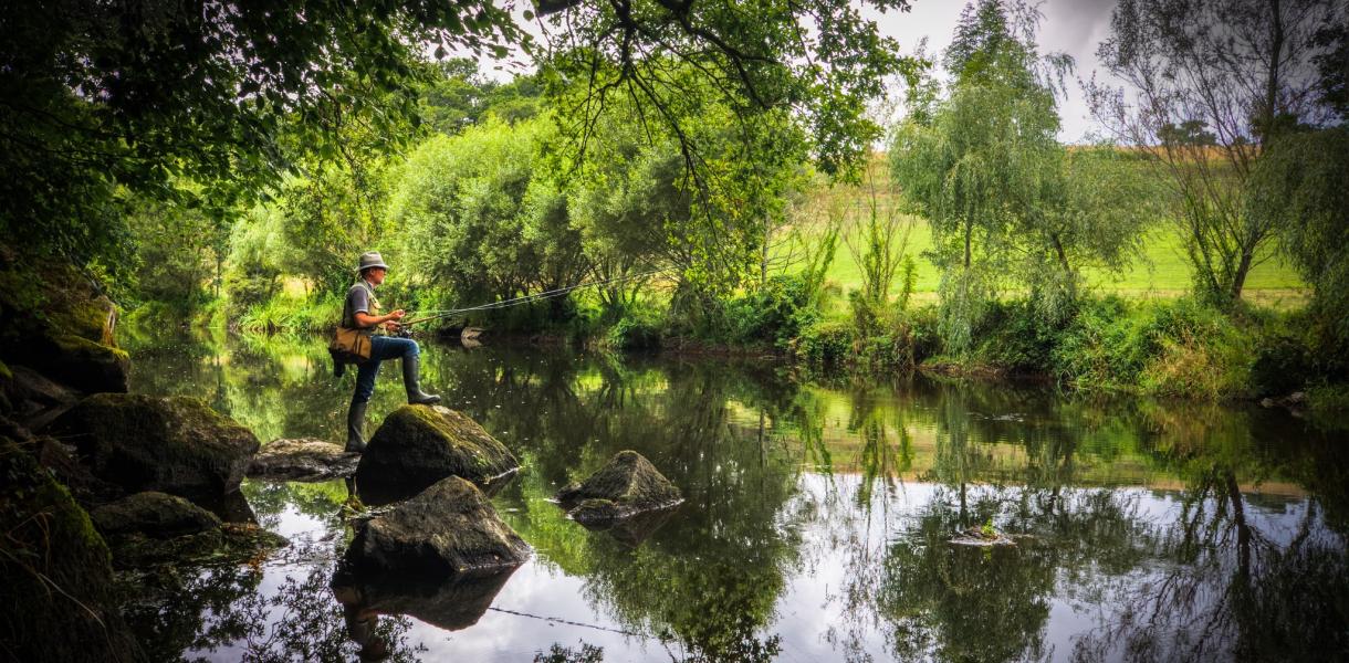 Pêche en rivière, instant magique sur le Scorff