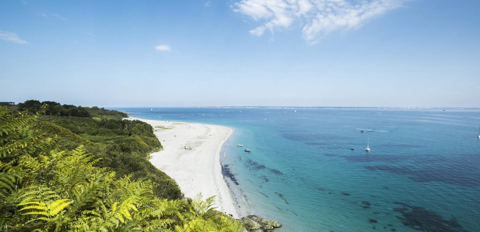 La paradisiaque plage des Grands Sables à Groix.